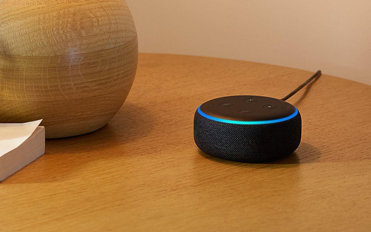 Killer Smart Home Deal: Echo Dot w/ Smart Bulb Kit Just $69