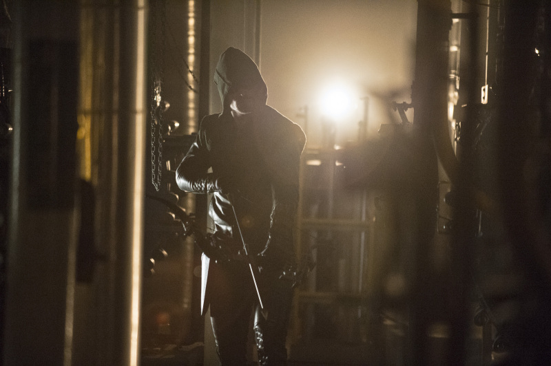 Arrow Season 2 Finale Trailer And Photos Show Heroes, Tension And Big Trouble For... #31265