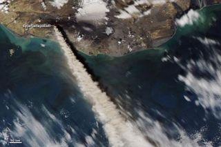 iceland-volcano-100511-02