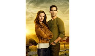 Pictured (L-R): Bitsie Tulloch as Lois Lane and Tyler Hoechlin as Clark Kent