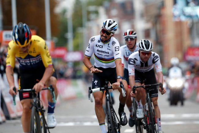 Il momento nel quale Alaphilippe realizza che Roglic lha battuto (Getty Images Sport)