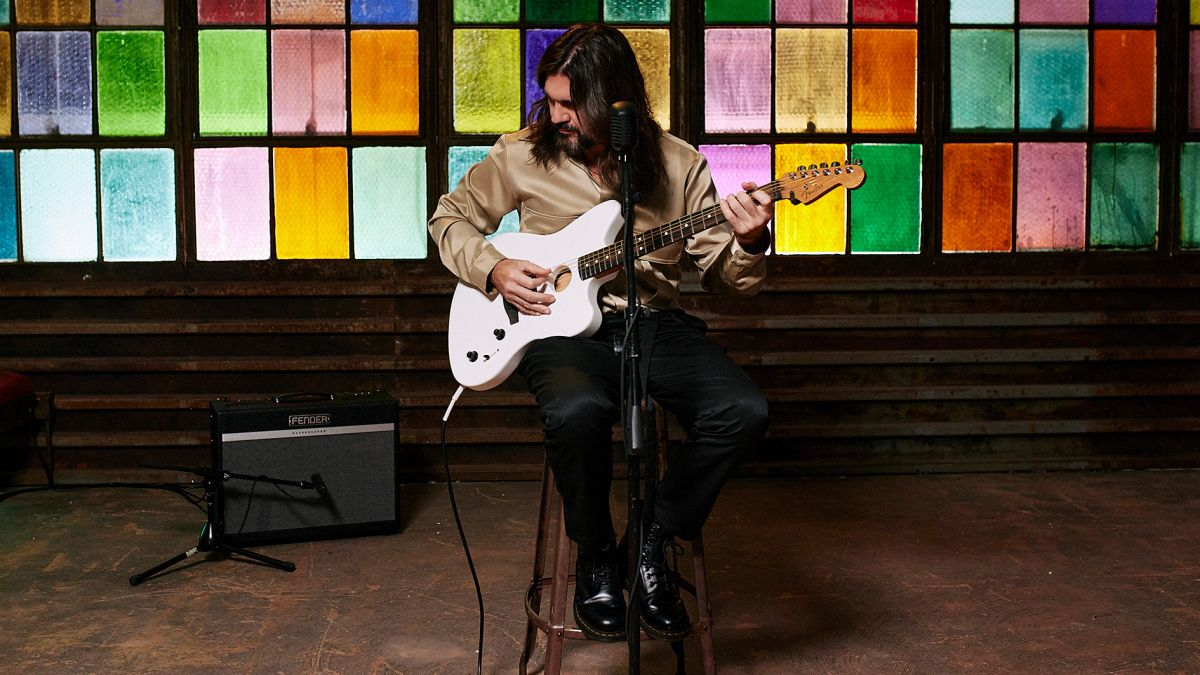 """Juanes: """"If you want to be a good player, you need to practice every day, take your instrument everywhere. Sleep with it"""""""