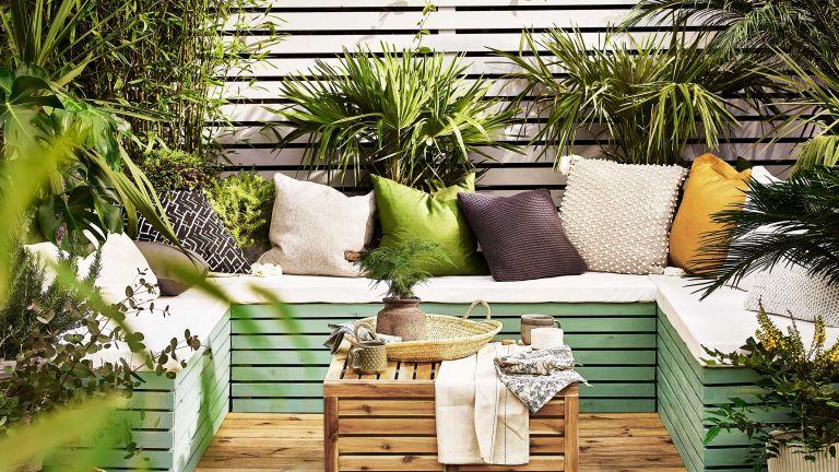 garden fence ideas: cuprinol fence with seating on decking
