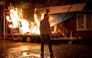 Coronation Street: Peter Barlow discovers Simon is stuck on his burning boat