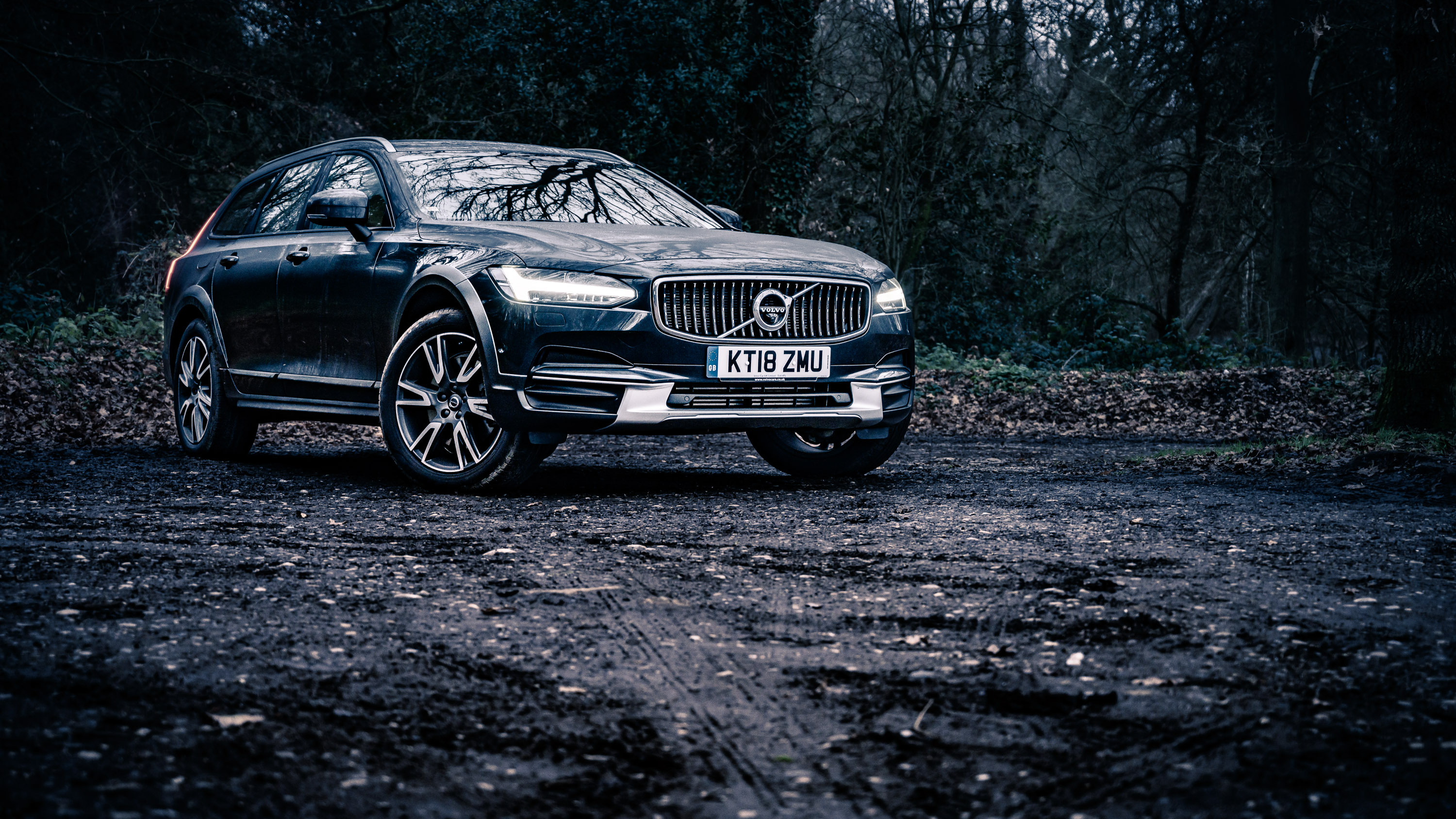 Volvo V90 Cross Country: the best of both worlds