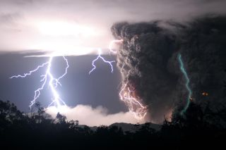 Green lightning strikes an erupting Chilean volcano