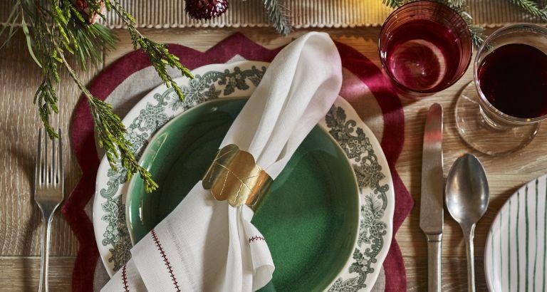Christmas-table-settings