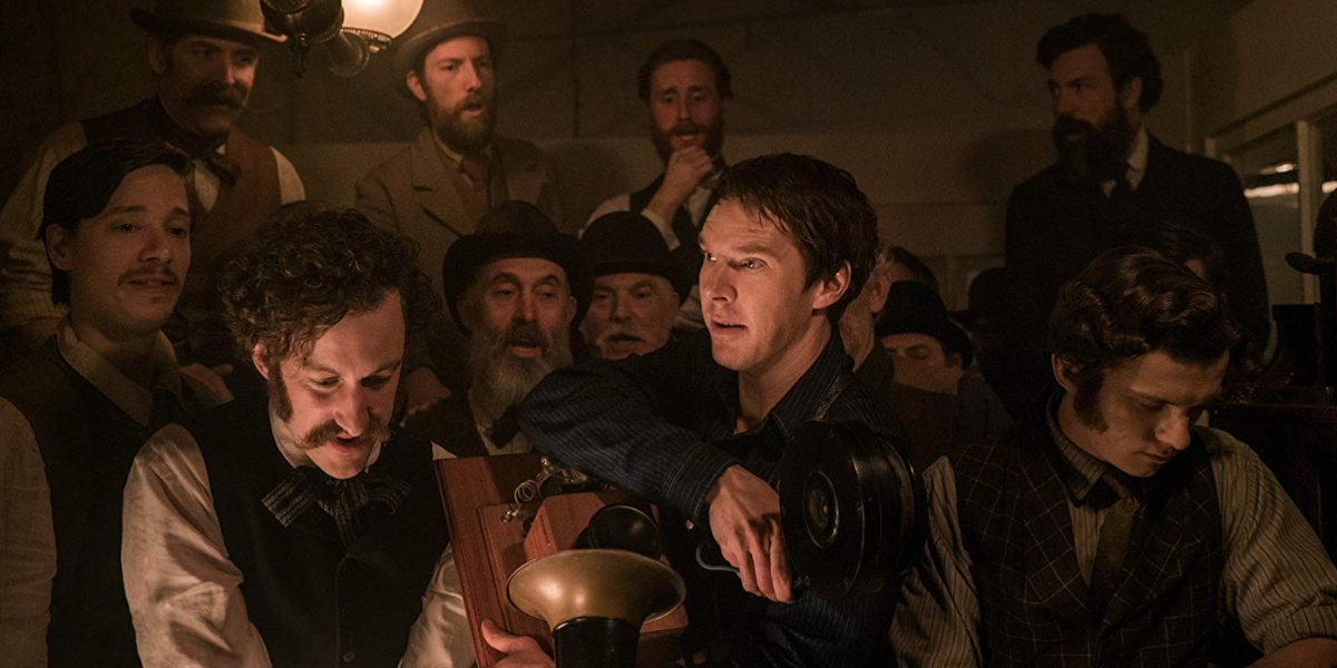 The Current War: Director's Cut Edison with a crowd around his phonograph