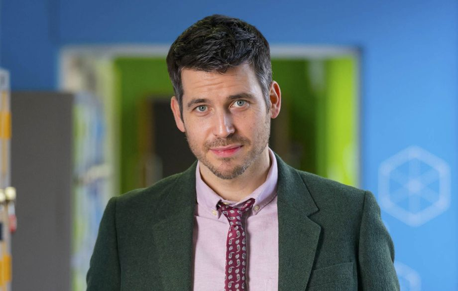Deputy Head Martin Evershed (Robert James-Collier)