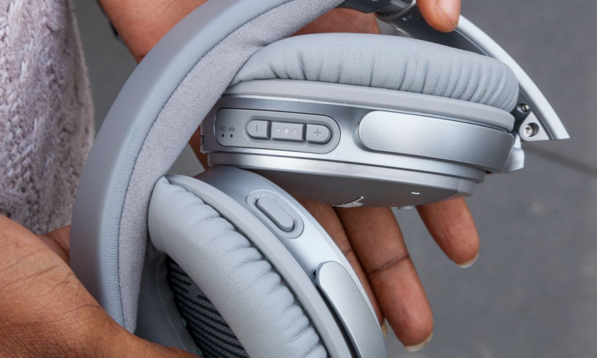 Bose QuietComfort 35 II vs  Sony WH-1000xM3: Face-Off