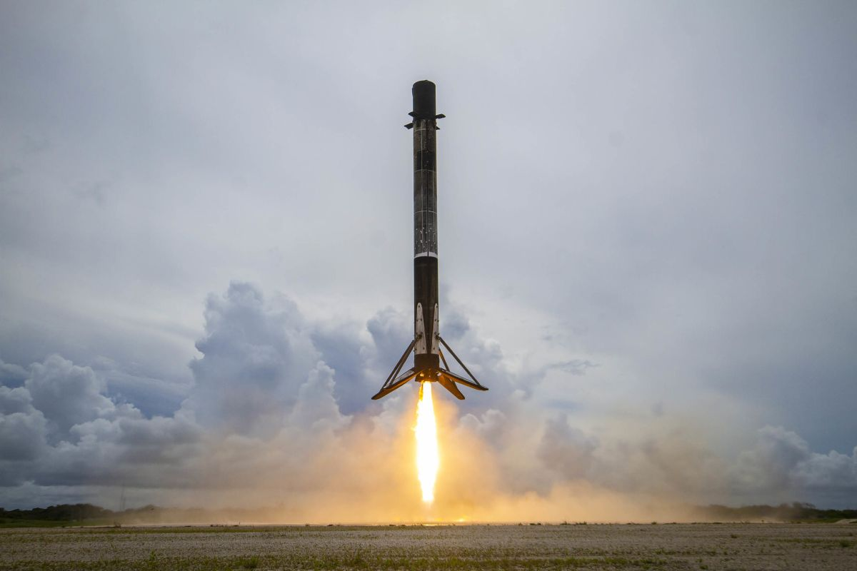 SpaceX tracking camera captures epic video of Falcon 9 rocket landing