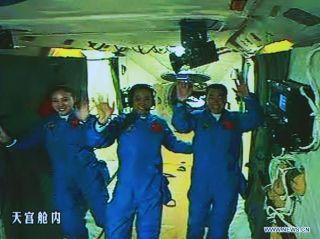 Shenzhou 10 astronauts