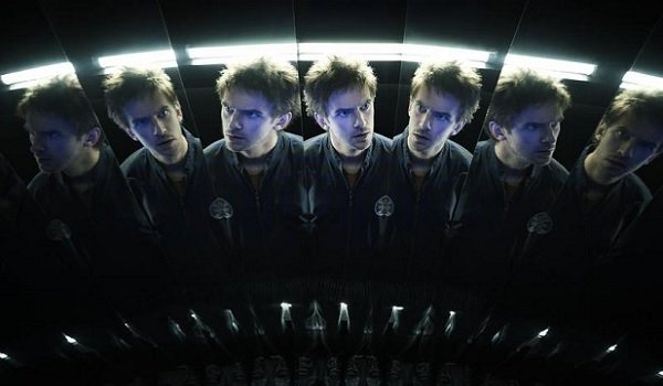 Legion Dan Stevens faced with his own reflections