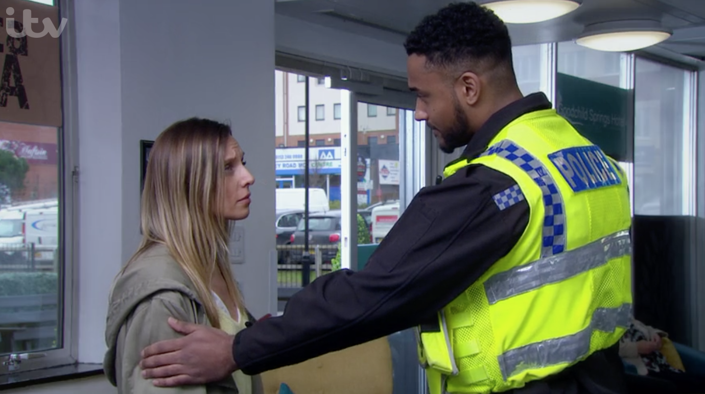 Andrea Jamie Tate y el policía Emmerdale