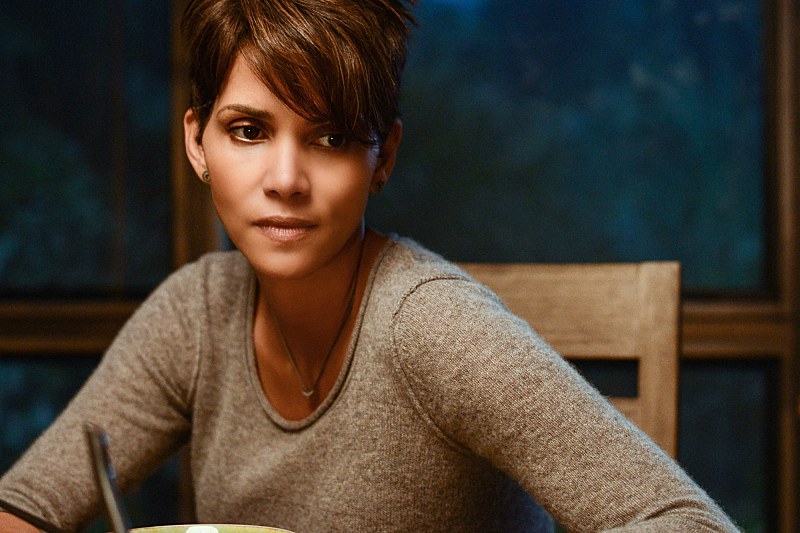 First Extant Trailer Puts Halle Berry In Space And Humanity Possibly In Peril  #31209