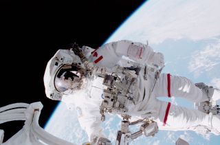 Hadfield Spacewalk 2001