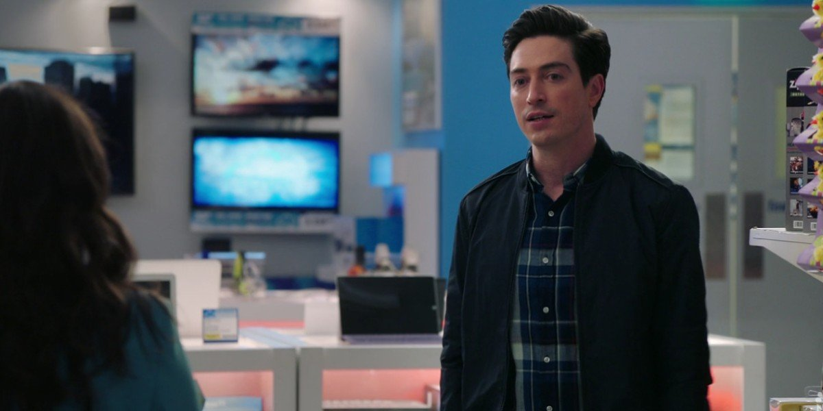 America Ferrera and Ben Feldman in Superstore