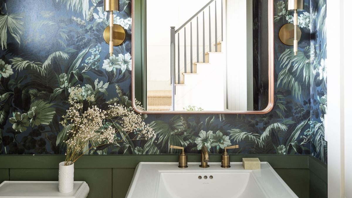 You should never paint your bathroom this color, according to a psychologist