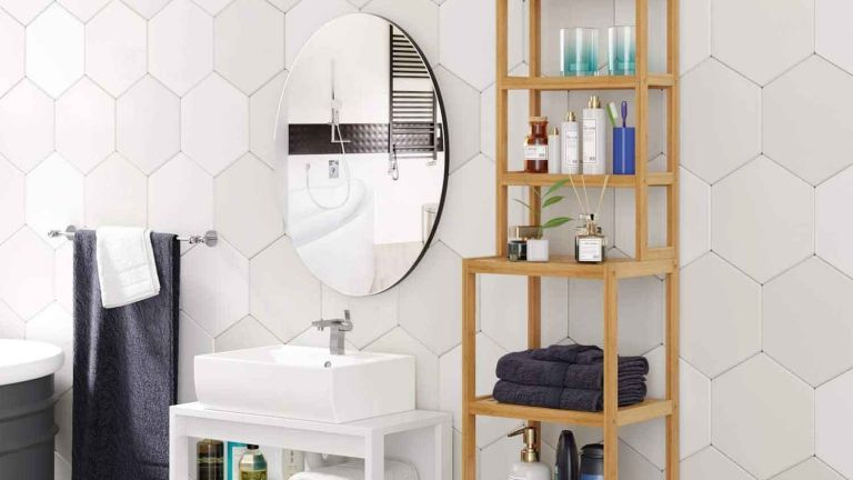 Homfa Bathroom Storage Shelf Bamboo Shelf Organiser in bathroom with mirror and sink