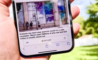 How to use the new tab bar in iOS 15 Safari