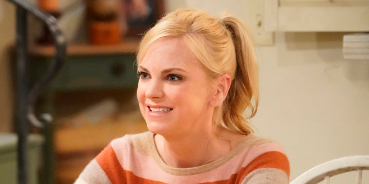 mom season 7 anna faris christy smiling ponytail