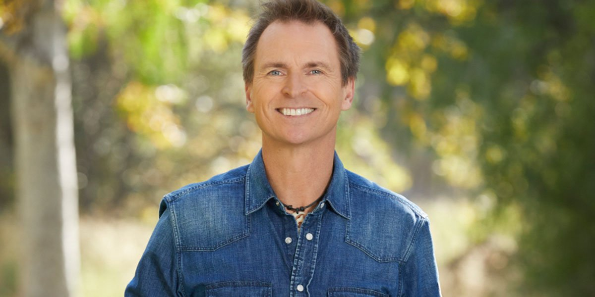 Phil keoghan the amazing race