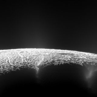 Cassini View of Enceladus Geysers