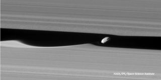 Cassini sees Daphnis