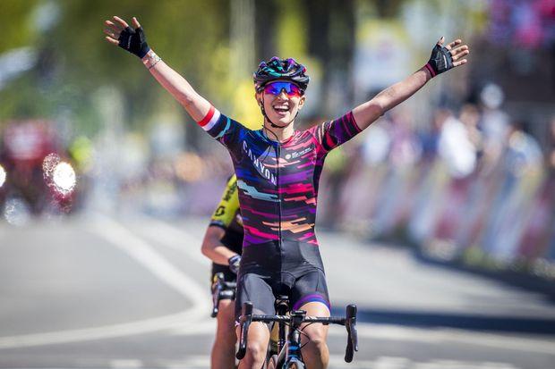 Kasia Niewiadoma wins frantic women's Amstel Gold Race