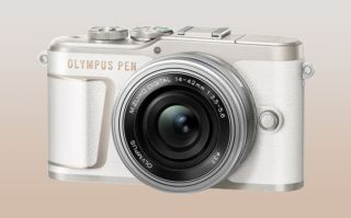 """New Olympus PEN E-PL10 is """"lighter than a 500ml bottle of water"""""""