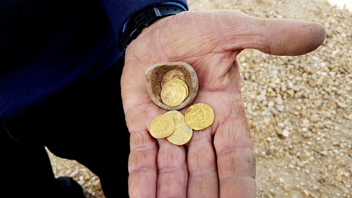 Ancient Potter's Secret 'Piggy Bank' Uncovered in 1,200-Year-Old Ceramics Kiln in Israel
