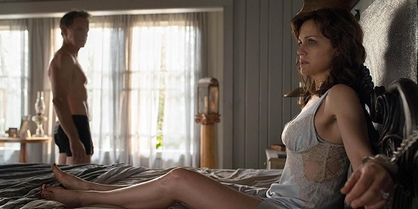 Gerald's Game Carla Gugino Bruce Greenwood confined and looking for escape