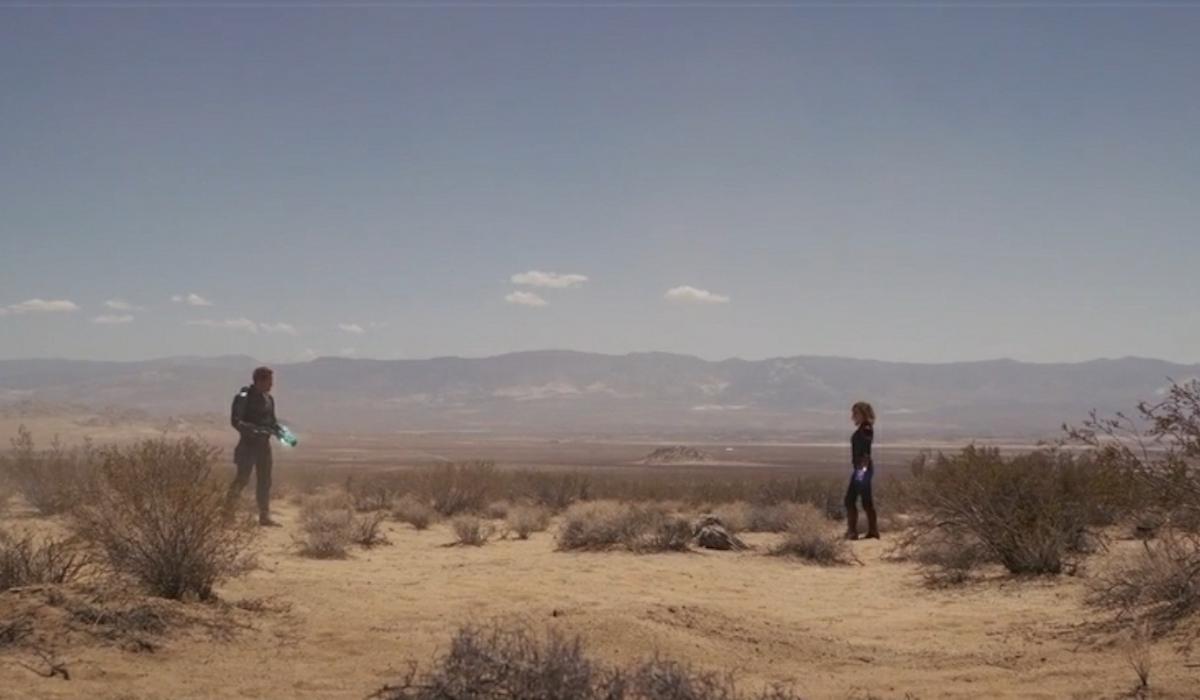 Yon-Rogg and Carol Danvers in desert in Captain Marvel