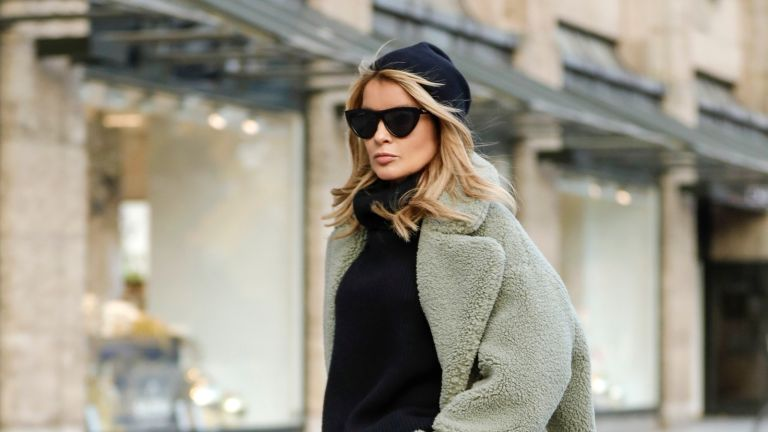 street style influencer showing how to wear a beanie