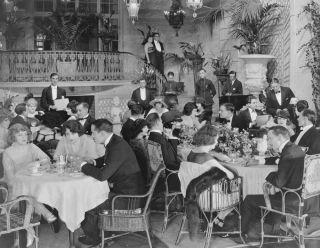 crowded restaurant, restaurant