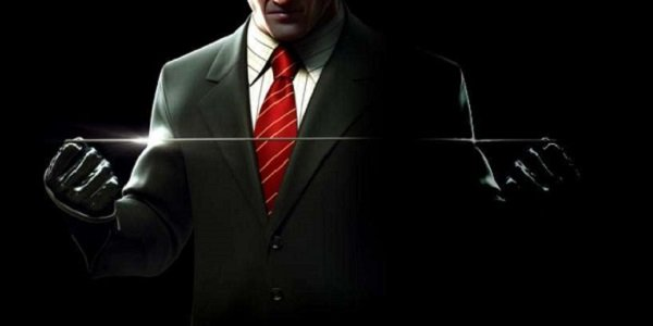 Agent 47 holds a garrote in Hitman.