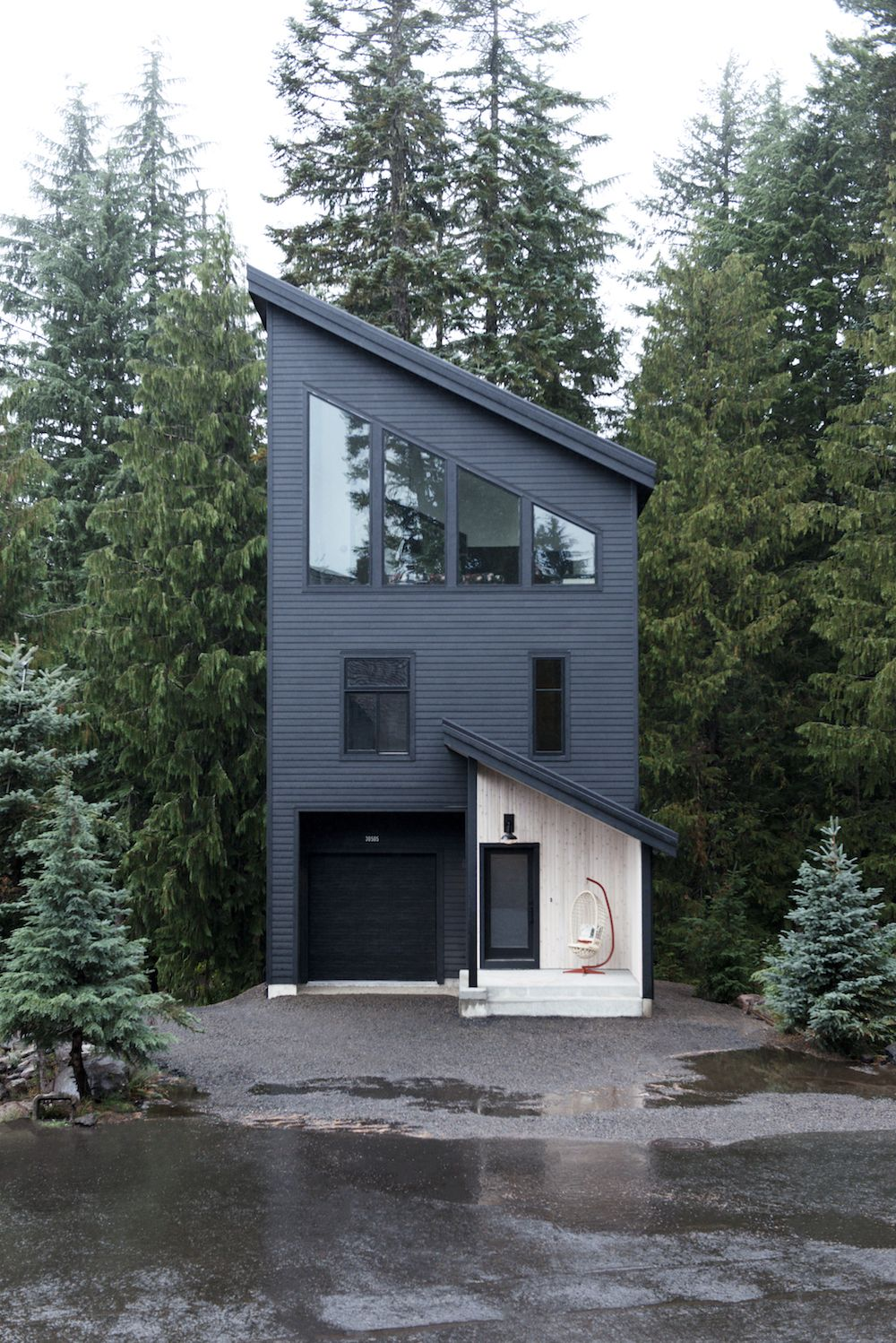 This modern ski chalet weekend retreat in Oregon is what dreams are made of