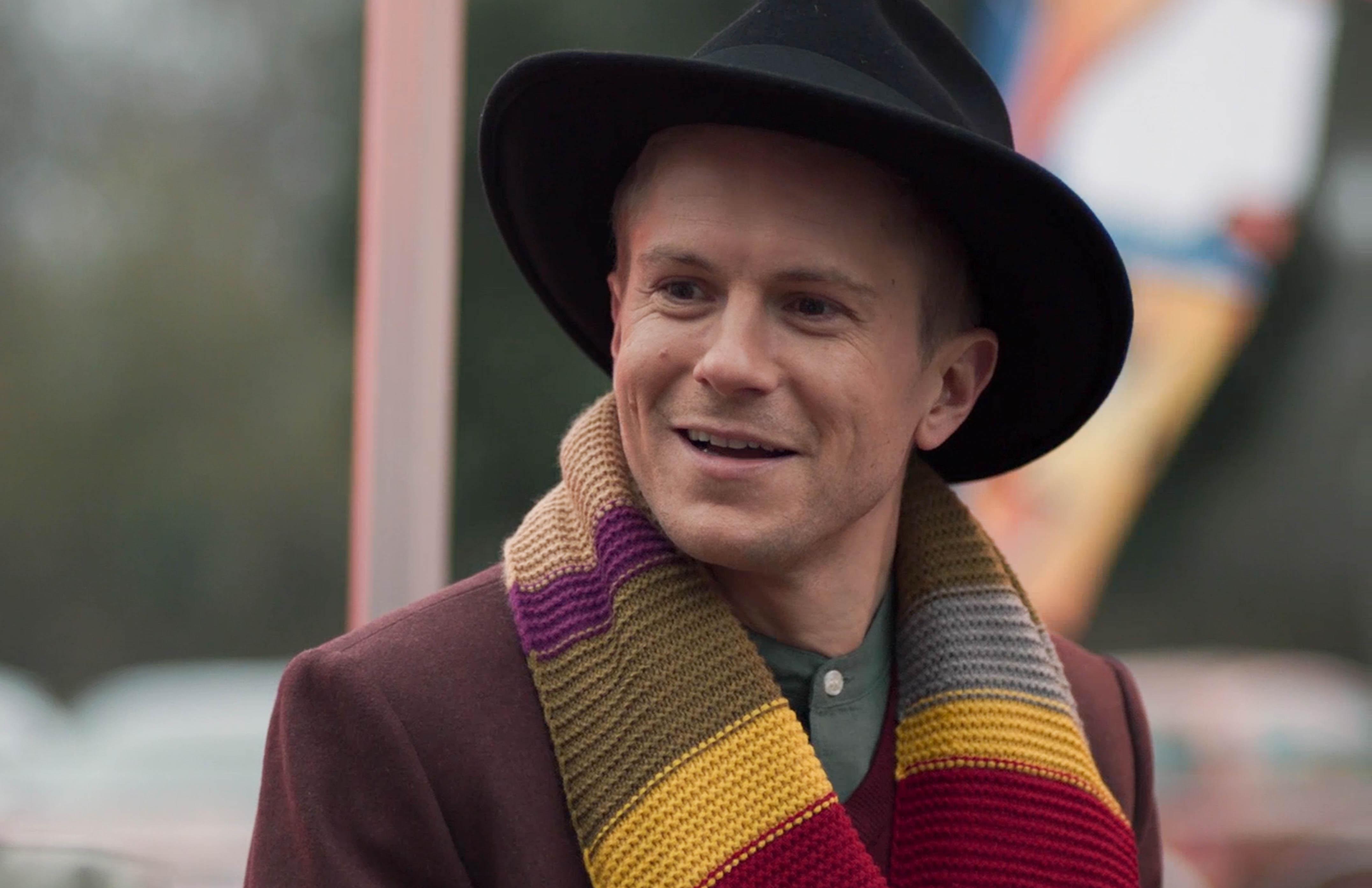 Ethan Hardy como el cuarto Doctor Who en Casualty.