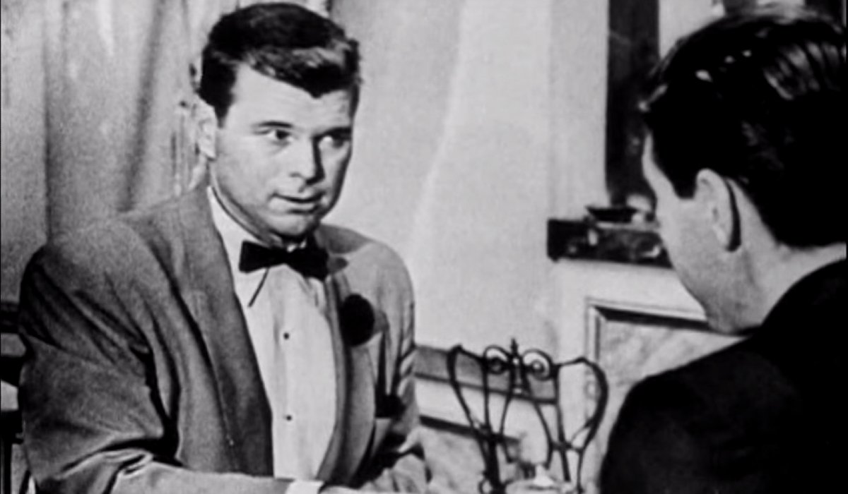 Casino Royale (1954) Barry Nelson sitting in the cafe with Terrence Leiter