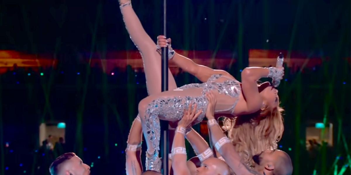 Jennifer Lopez pole dance in Super Bowl LIV 2020 Halftime show NFL