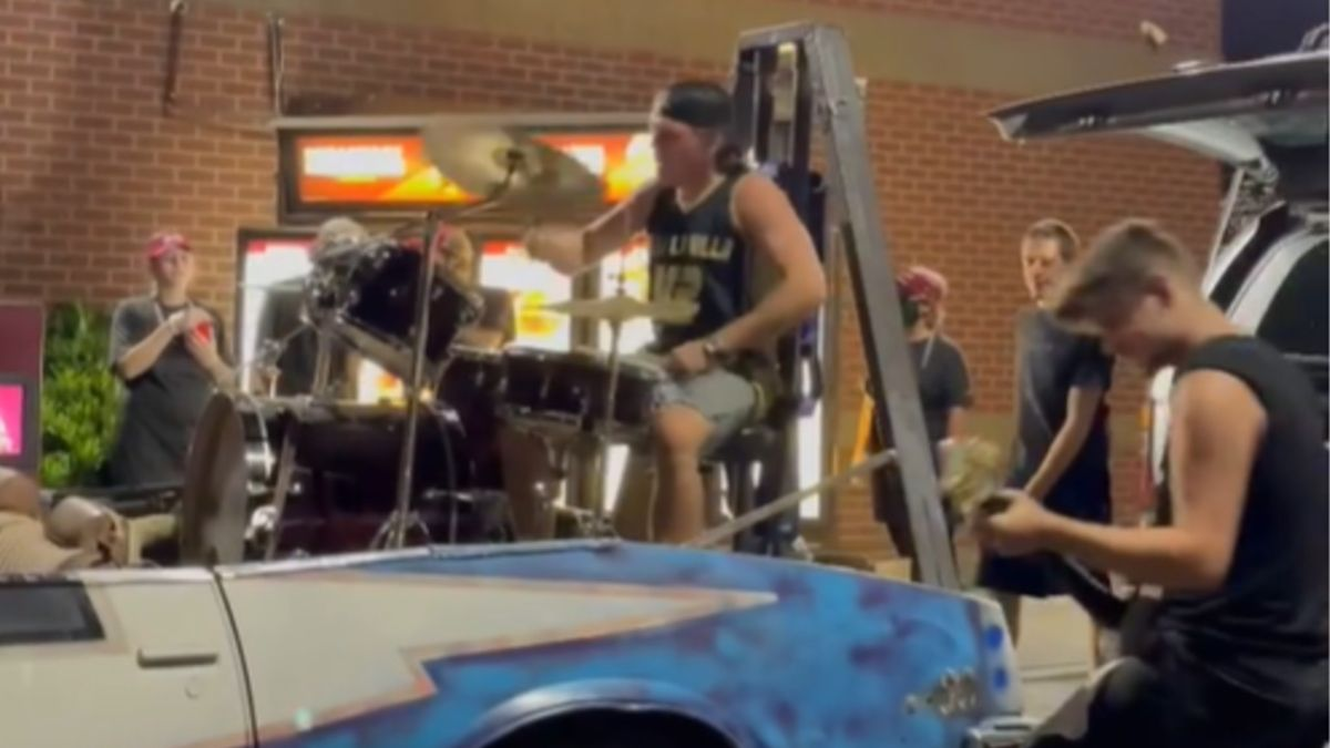 Rock band seize control of Wendy's Drive-Thru for impromptu performance
