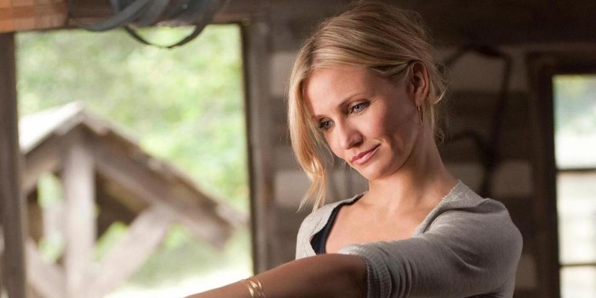 Elizabeth Halsey (Cameron Diaz) stands in a garage and reaches an arm out in 'Bad Teacher'