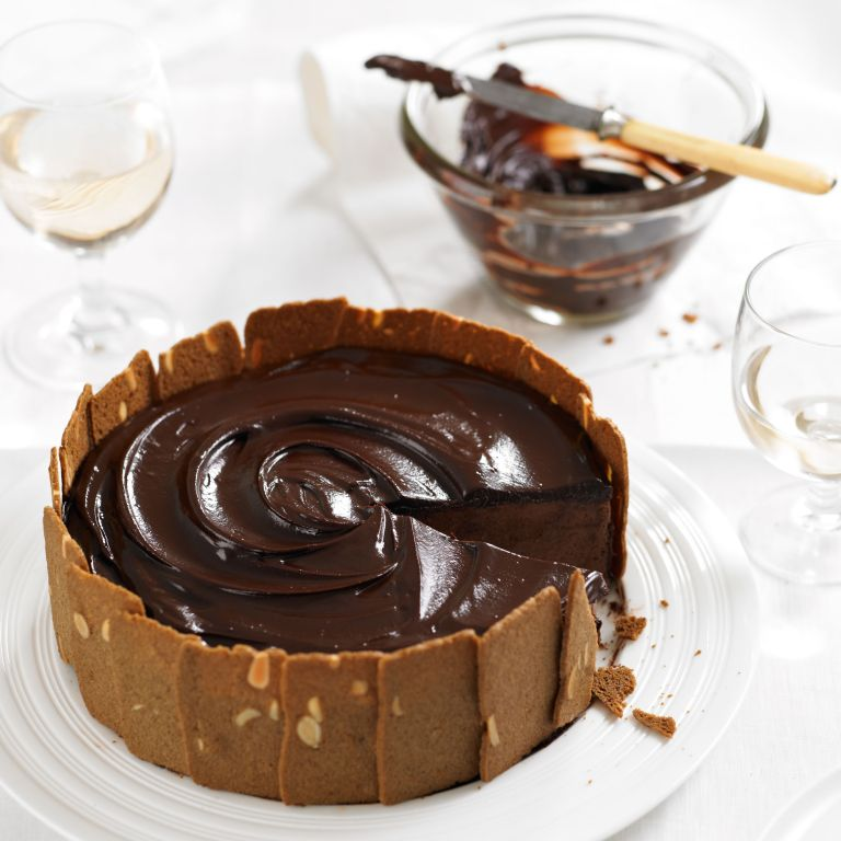 Photo of a chocolate and chestnut charlotte recipe