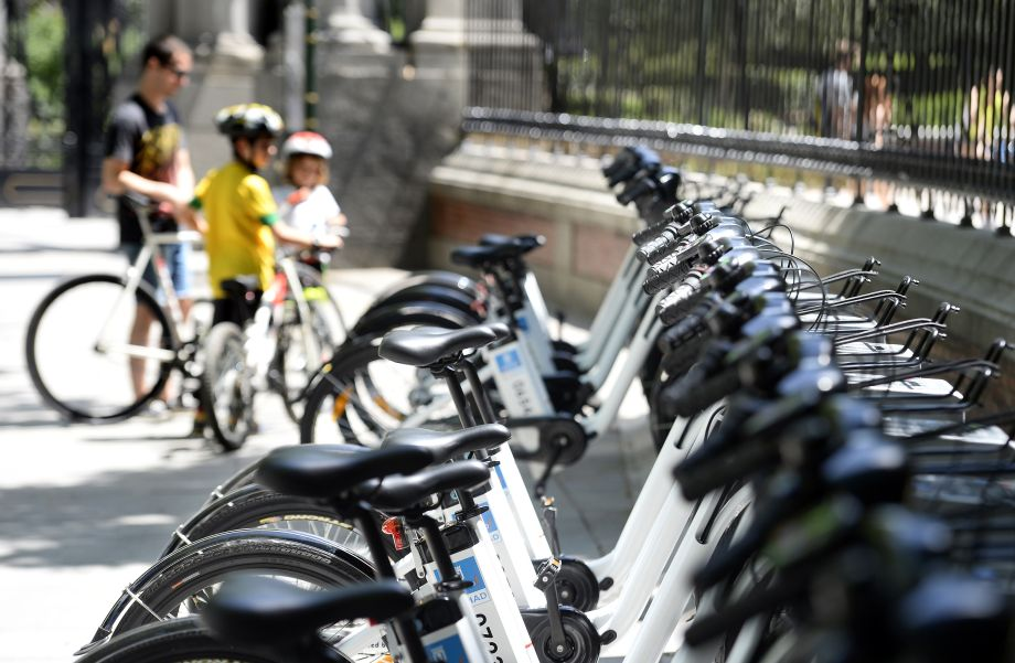 E-bikes trump electric cars in climate change battle, says research group
