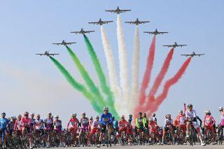The Frecce Tricolori fly over the peloton