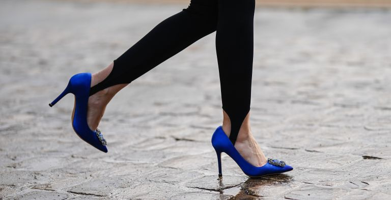 Alba Garavito Torre wears black stirrup leggings, blue pointy Manolo Blahnik pointy shoes, on January 28, 2021 in Paris, France