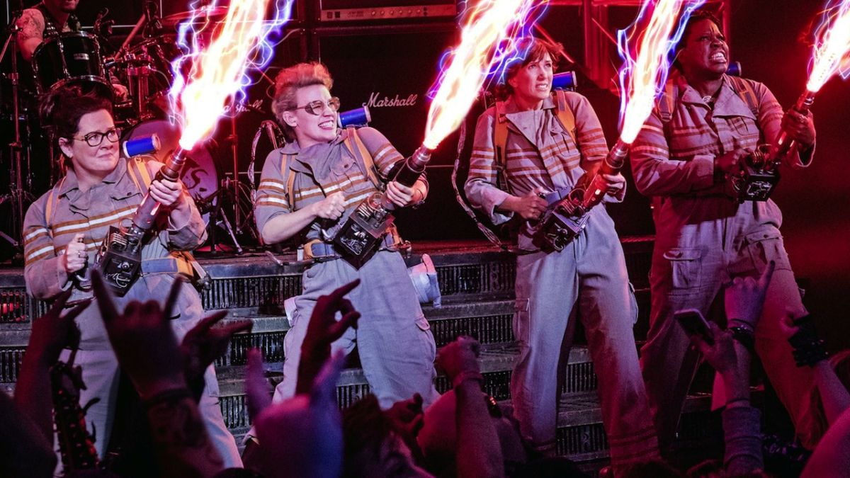 Ghostbusters (original and new) dancing to the theme song is the best way to end your week