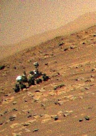 Mars helicopter Ingenuity spots Perseverance rover from the air (photo)