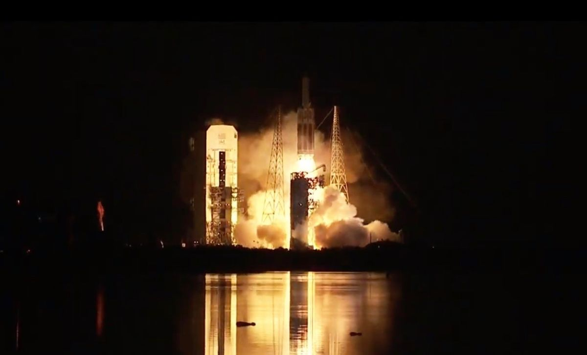 Powerful Delta IV Heavy rocket launches secret US spy satellite to orbit