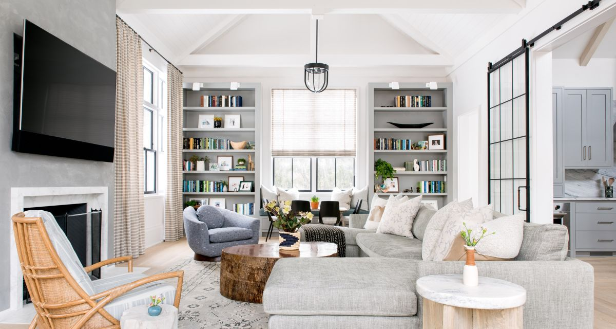 Take a tour of this light, bright and stylishly laid-back home in the New York suburbs